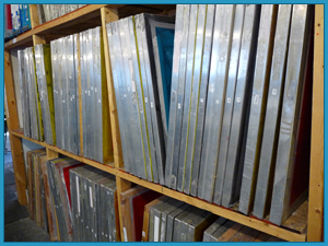 Screen storage shelve